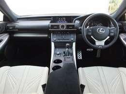 メーカーオプション設定セミアニリン本革ハイバックスポーツシート(ホワイト、運転席・助手席ベンチレーション機能)を装備しております。