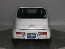 視認性の高いリヤコンビネーションランプが、後続車に自車の挙動をお知らせします。