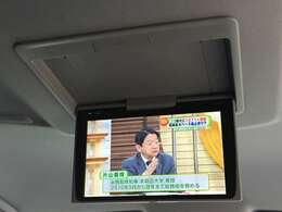 「フリップダウンモニター」 TVやDVDを視聴できるので、後席の家族を飽きさせません!