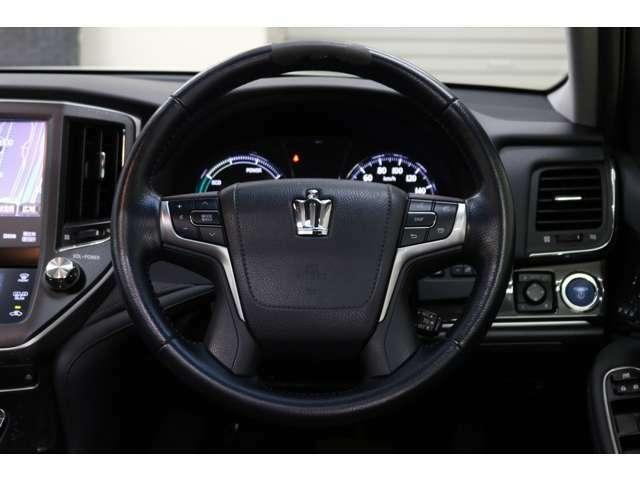 ステアリングスイッチ付きで運転中でもハンドルから手を離さずに操作出来ます。●高速道路で大活躍です。アクセルを踏まなくても一定速度で走行できるクルーズコントロールついてます。燃費も良くなります。