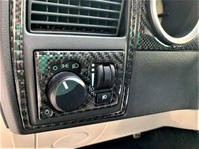 メーター回りやシフトノブ回りなど各所にカーボン調でよりスポーティーになっております。