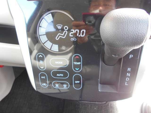タッチパネル方式を採用したエアコンコントロールパネルは使い易さとデザイン性を兼ね揃えてます。