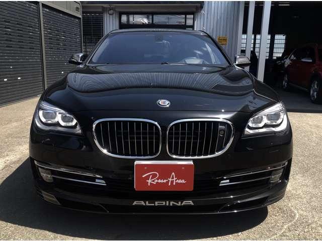 レザー・フィニッシュ・ダッシュボード、ワイヤレス・チャージング、ボディーカラー:BMWメタリックペイント、トップ・ビュー&サイド・ビュー・カメラ、プロダクション・プレート、