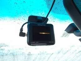 『ドライブレコーダー』動画を残すことで万が一の事態に遭遇した時の必須アイテムです!急ブレーキ・急ハンドルが起こった際、自動で記録が上書きされずに保存され、後でPC等で確認出来ます。