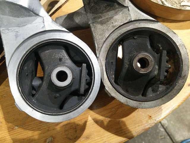 Bプラン画像:エンジンマウントの新旧品の比較です 見た感じには差ほど変わりはありませんが3個全部交換するとエンジンの振動がボディへの伝わり方が違います