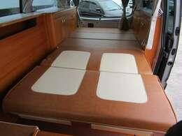 シートを展開すれば2名が就寝できます♪ベッドサイズ205cm×100cm
