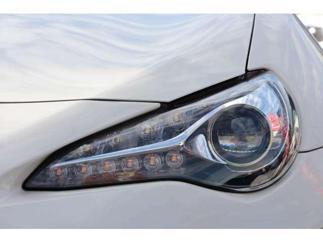 明るくてクスミも少ない純正LEDヘッドライト!!