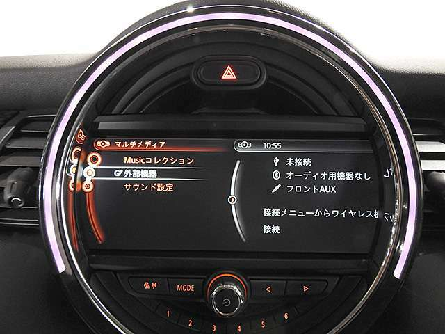 オーディオ画面。ミュージックサーバー装備。その他にミュージックプレイヤーをAUX、USB、Bluetoothで接続可能です。