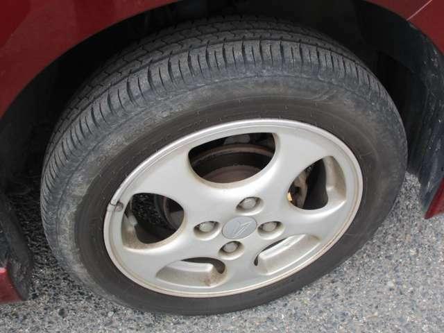 タイヤ溝は半分ぐらい?