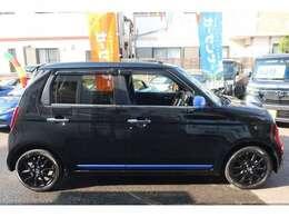 人気カラー♪ブラックパール♪専用ブルーメタリックカラーアクセントがスポーティ&お洒落な印象です♪