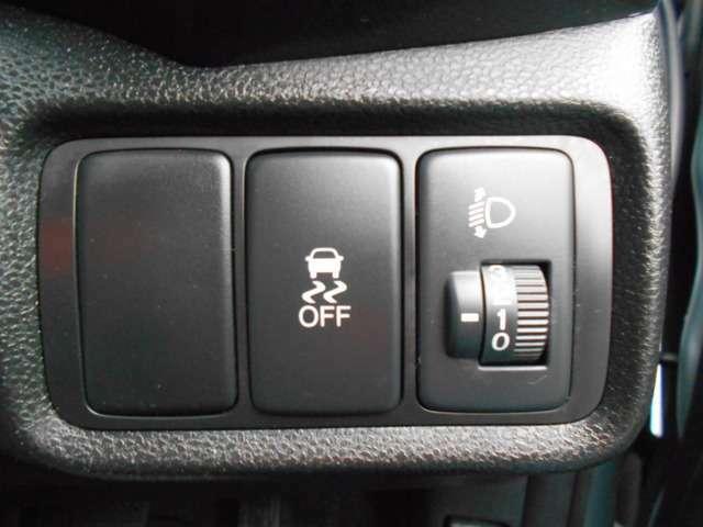 横滑りを防ぐVSAのスイッチは運転席の右側、手の届きやすい位置にあります