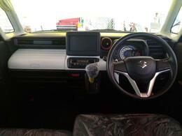 外装色ともマッチしたホワイトパネルが印象的!広々した車内を是非一度ご覧ください