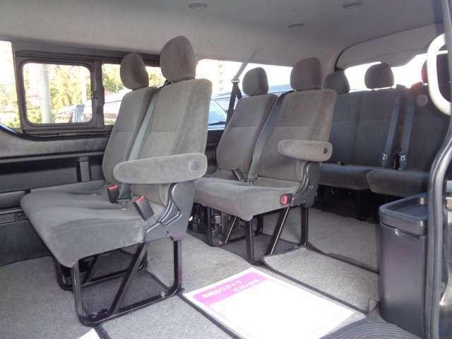 4列シート10人乗りの広い車内!パワースライドドア装備!ワイドボディーならではの広大な空間で快適に移動が可能です!大勢でのお出かけや乗り合いでのお仕事に大活躍!後席モニター取り付けも承ります!