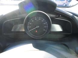 スポーティーで視認性の良いスピードメーターが装備されてます。