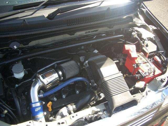 水冷直列3気筒DOHC12バルブICターボJC08モード燃費24.6km/リットル(カタログ参照)