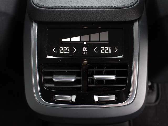 4ゾーンコンセプトにより前後左右でお好みの空調コントロールが可能です。