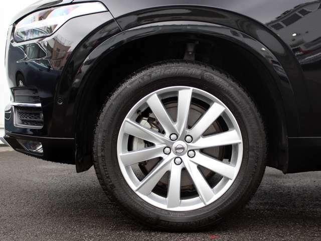 Momentum専用の19インチサイズの足回りが快適で確かなハンドリングをご提供します。ご納車時にはタイヤを新品に交換します。
