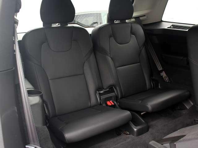 身長170センチまでの成人が快適に座る事ができる設計となっています。勿論後方からの衝突に対しても入念な安全対策を施し2ndシート同等の安全性を確保しています。