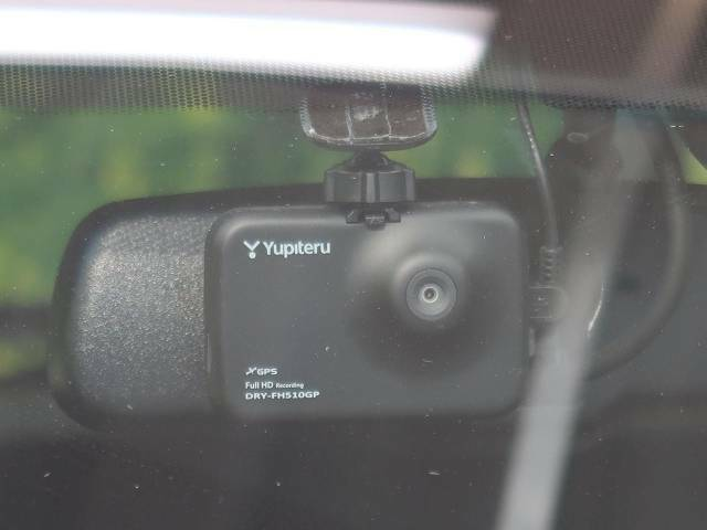 【ドライブレコーダー】安心・安全なカーライフに必須のドライブレコーダーを装備!走行中はもちろん、あおり運転や事故に遭遇した際の状況も映像で記録し、万一のリスクに備えます。