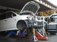 国家資格整備士(2級)在籍の自社工場にて安心の点検整備。