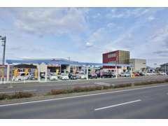 当店は高松市・県道10号線沿いにあります。県外からご来店の場合でもアクセス良好ですよ。