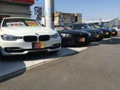 在庫はBMW、メルセデス・ベンツを中心に低走行・高品質の厳選したプレミアムインポートカーを揃えています。