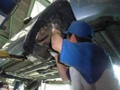 全車、日産テクニカルスタッフが点検整備を行い、お客様に安心の中古車をお届けいたしております。