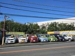 職人による厳選仕入れ。職人による徹底したチェック。店頭には丁寧に仕上げた車両が並んでいます。※常時30台確保