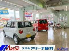 室内にも展示車がございます。雨の日などはこちらでじっくり車輌をご覧いただけます。