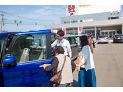 スタッフがお客様のご予算や用途にあわせてお車選びのお手伝いをします。クレジットの取り扱いもしております!