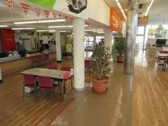 店内はH27年に内装を改築しております。暖かみある空間です。