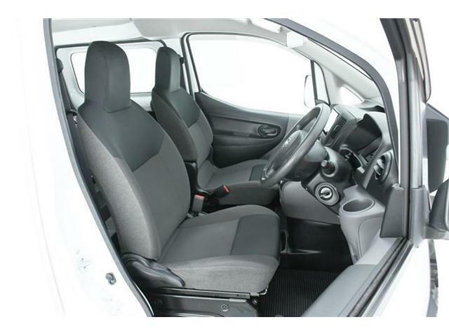 使用感が出やすいとされる運転席も、ほとんどダメージもなく、非常にキレイな状態です!前席は左右共にパワーウィンドウ搭載!