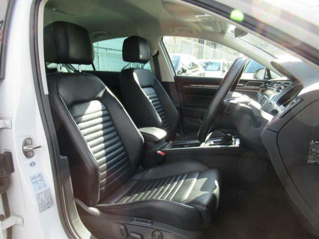 (運転席助手席)前席はシートベンチレーション、パワーシート付。1年を通して快適なドライブが可能になりました♪