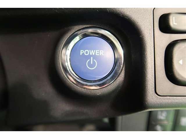 スマートエントリー&スタートシステムを装備しています。ワンタッチで始動できる便利さが魅力です。キーをカバンの中からごそごそと探さなくいいのも嬉しいですね。キーの電池切れにはご注意下さい☆