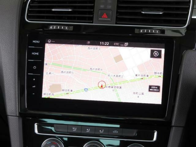 "Volkswagen純正インフォテイメントシステム""Discover Pro"":9.2インチ大型全面タッチスクリーンを採用。また、スクリーンに触れることなく左右にスワイプするだけで画面操作を行えるジェ"
