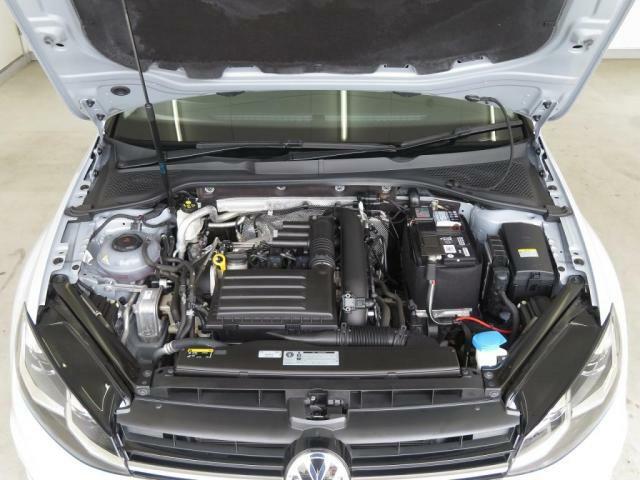 1.4L TSIエンジン:直噴エンジンに小型の水冷式インタークーラー付ターボチャージャーを搭載。ACT採用により低回転域からのトルクフルな走りと、優れた燃費を実現しました。