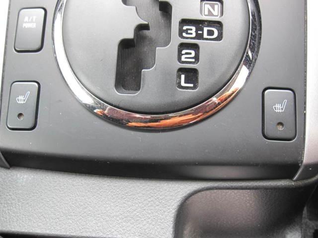 フロントシートにはヒーターが装備で寒い季節のドライブも快適です