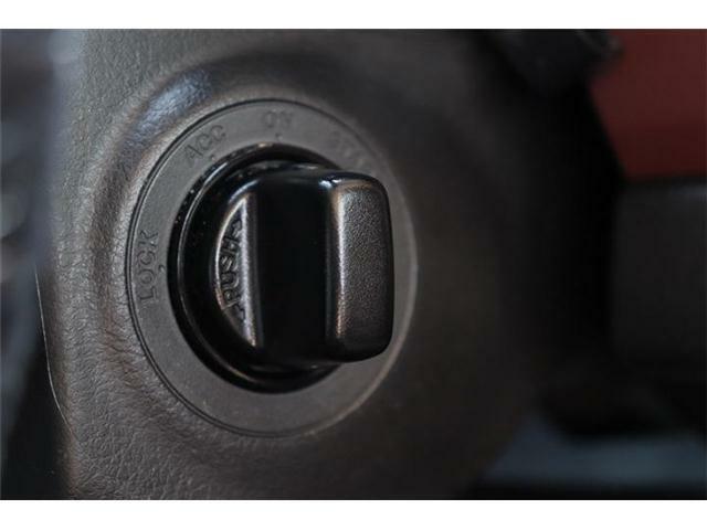 ★スマートキー★車のロック・アンロック、エンジンの始動・停止をキーをポケットやカバンに入れたままできます!重い荷物を抱えながらキーを探さなくてもドアについているスイッチを押すだけなのでとても便利です