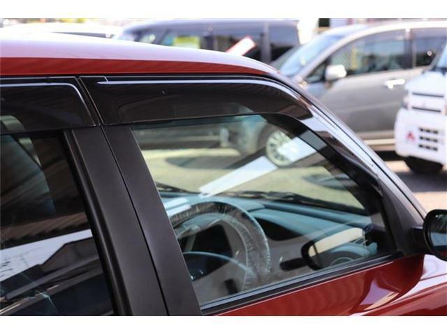 ★プライバシーガラス!外から車内が見えにくくなるのでプライバシーが守られます。また、日光を遮断するので車内の温度上昇を防ぎ、エアコンが利きやすくなります。お肌の天敵、紫外線も通りにくいです♪