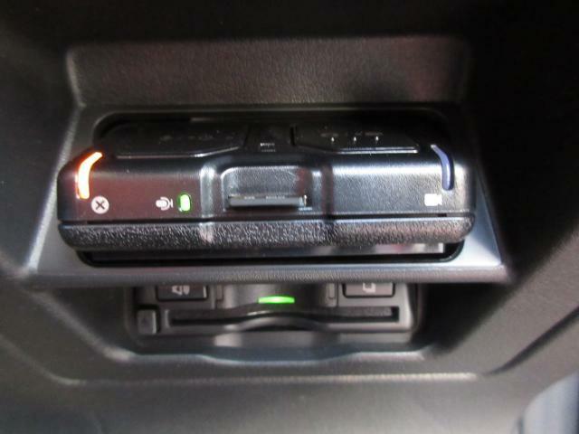 純正品のETCと前後ドライブレコーダーも装備しております!