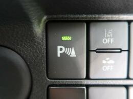 【リヤパーキングセンサー】センサーで後方の障害物との距離を測り、ブザー音で障害物への接近をお知らせするセンサーを搭載。