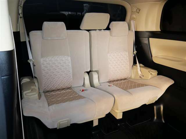 【サードシート】荷物が思っていたより多くなった時や大人数でのドライブにも様々なシーンに対応できて、とても便利ですね。