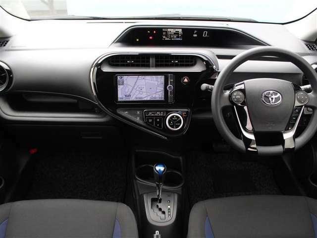 センターメーターは視点移動が少なく長時間の運転でも疲れにくいそうです!車内は芳香剤系のニオイ残りがあります!