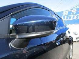 安全面やスタイリング面で効果的なドアミラーウインカー!