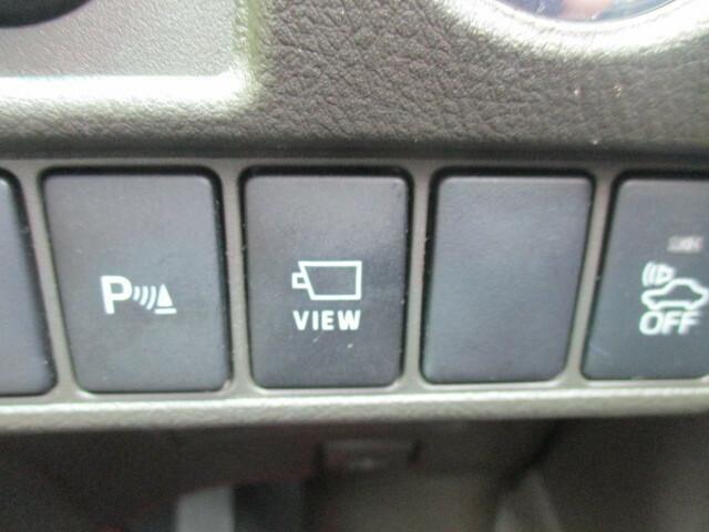 フロントビューカメラとパーキングセンサーを搭載。