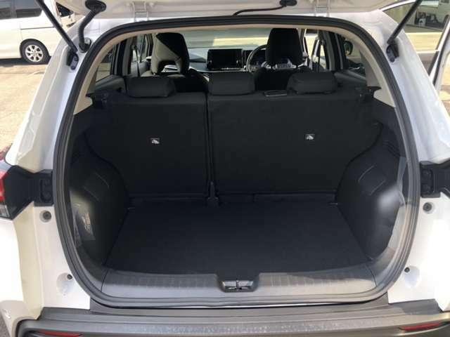 トランクはしっかりと荷物の積めるだけ確保されてます。