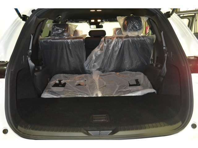 三列目シートを折り畳むと沢山の荷物を積むことが可能です。