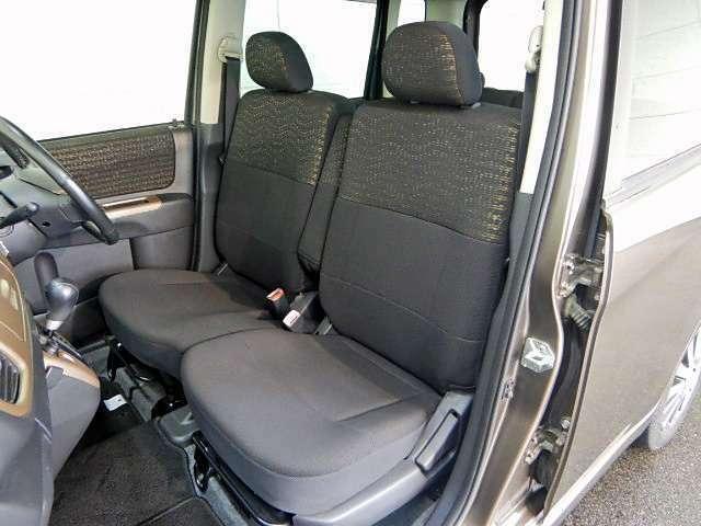 厚めのクッションが採用されたフロントシートは、ロングドライブでも苦になりません♪