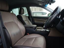 上品なデザインの運転席&助手席!座り心地もGOOD!