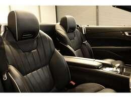 綺麗な状態の維持された、ブラックレザーシート。メモリー機能付きパワーシート、シートヒーター、ベンチレーター、ランバーサポート、エアスカーフなど多機能設計でカーライフをサポートします。